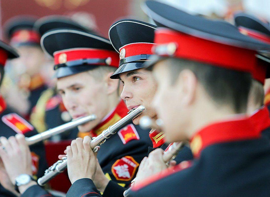 Богатырские бои и лазертаг: День защитника Отечества отпразднуют в Москве