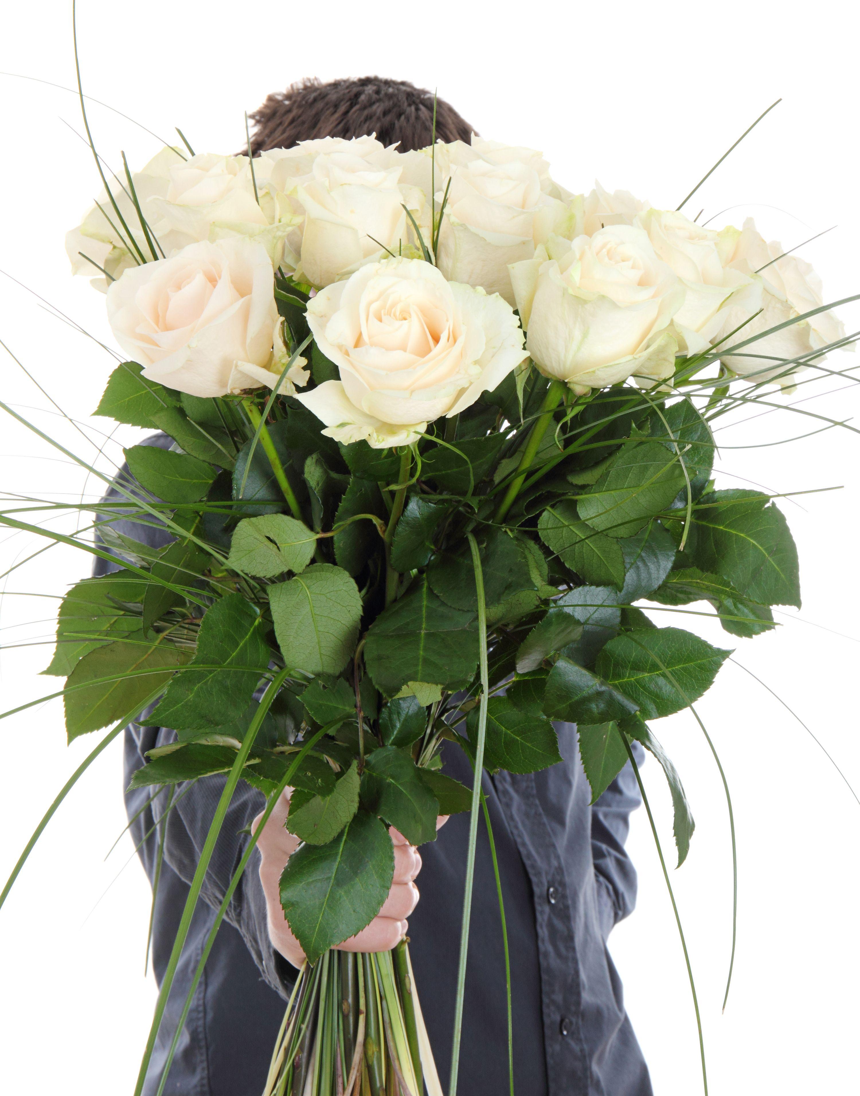 Роза Белая — чистота, невинность, скромность. Желтая — счастье, радость: «Ты мое солнце» — никакого отношения к разлуке. Красная — любовь, страсть: «Я не могу без тебя». Кремовая — элегантность, гармония, совершенство. Розовая — наивысшее счастье. Фото: SHUTTERSTOCK