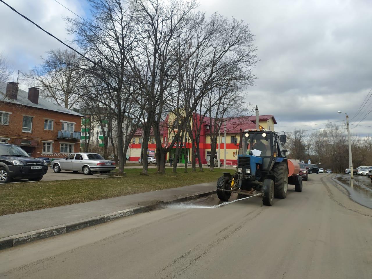 Тротуары и проезжую часть промыли в Краснопахорском