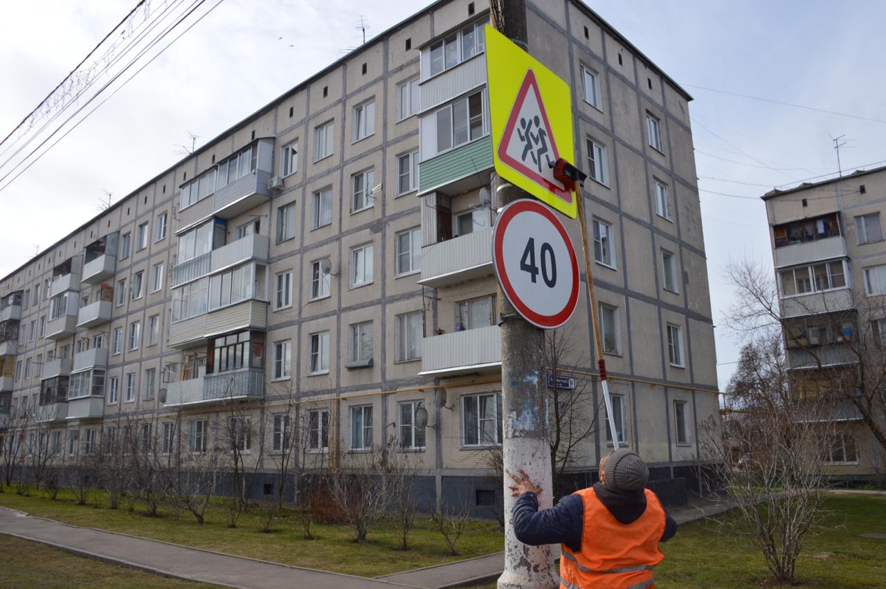 Дорожные знаки почистили к весне в Марушкинском