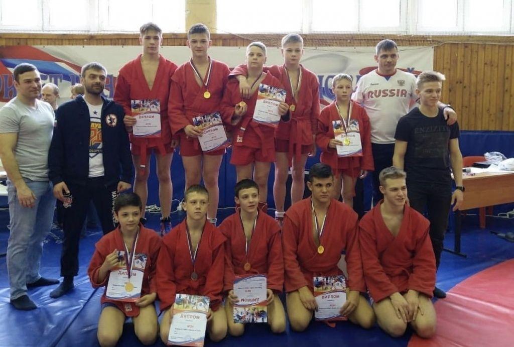 Окружные соревнования по самбо выиграли спортсмены из Роговского