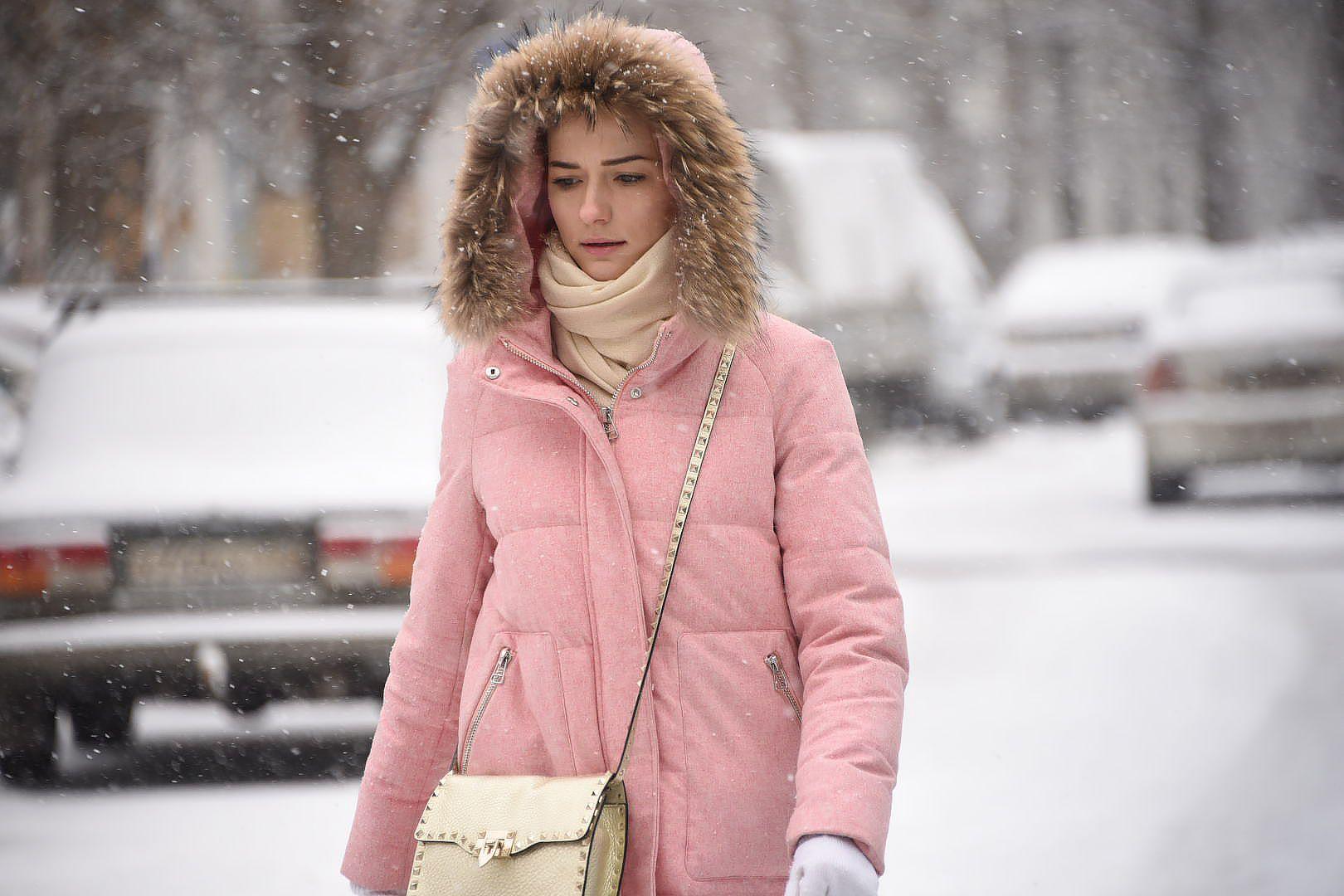 Холод и снег пообещали москвичам в понедельник