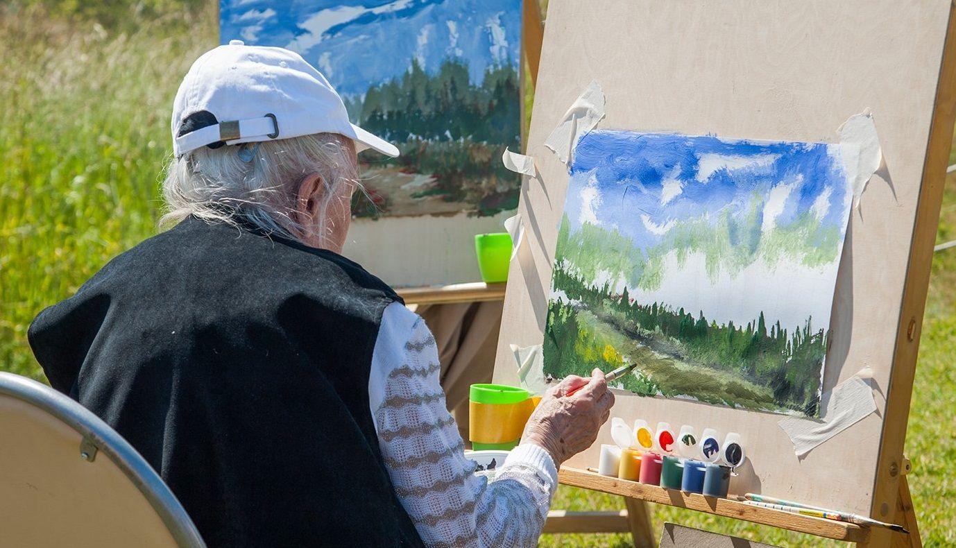 Уроки рисования проводят и в формате пленэра. Фото: сайт мэра Москвы
