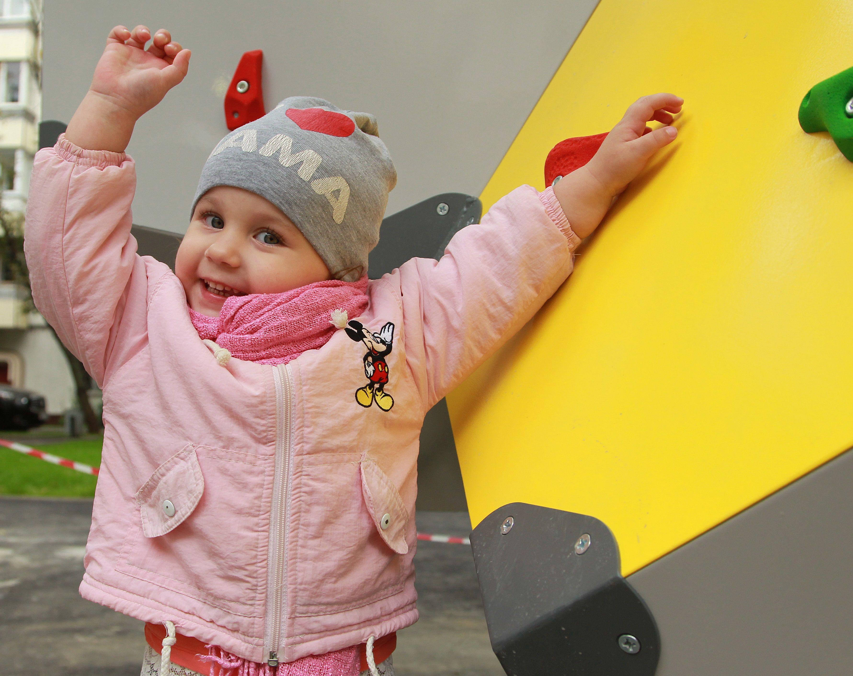 Деформированные элементы детской площадки в Щербинке привели в порядок