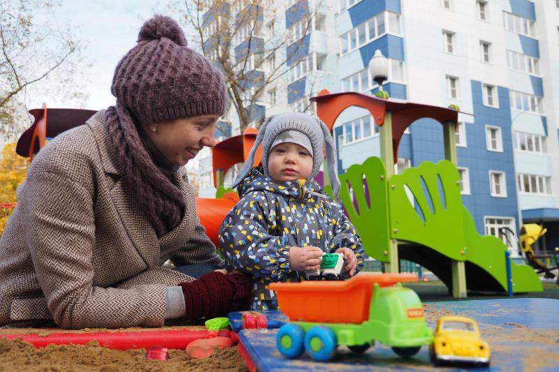 Песок доставили более чем на 50 детских площадок в Первомайском