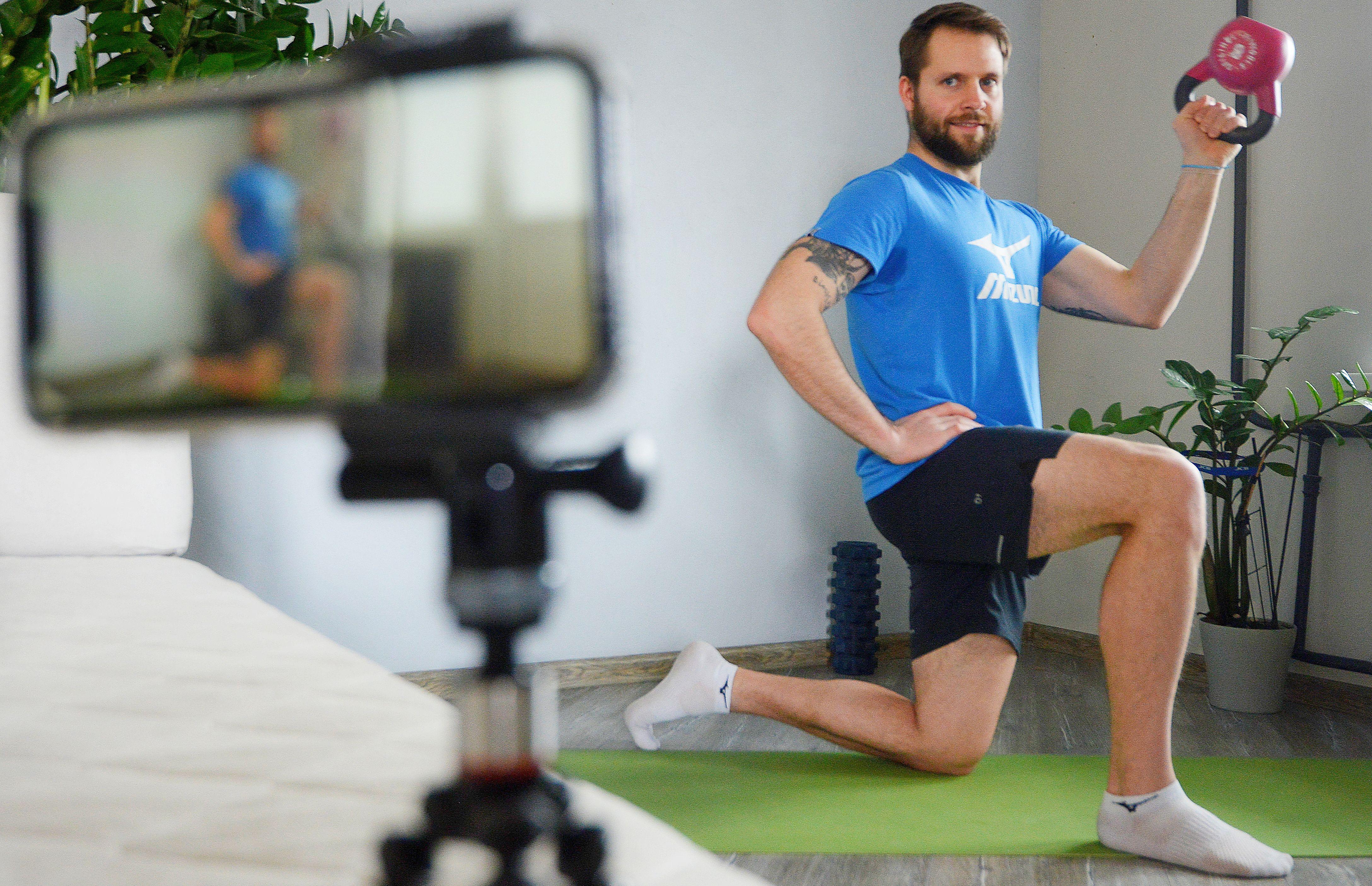 Москомспорт совместно с Яндекс.Эфиром запустили онлайн-проект «Домашние тренировки от российских спортсменов»