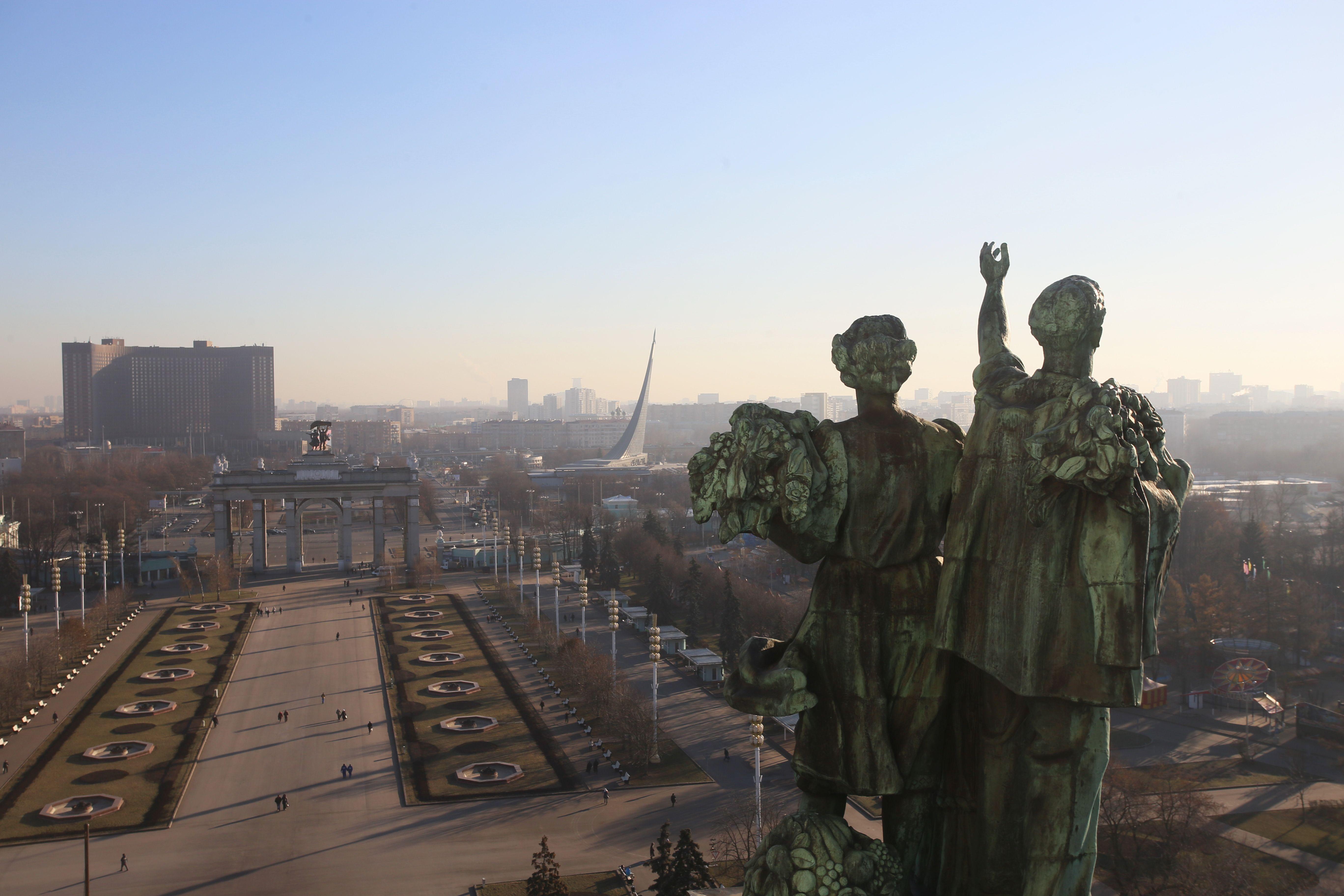 Главная выставка страны пригласила на онлайн-экскурсию по крышам павильонов