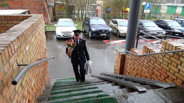 Полицейские Новой Москвы поздравили своих ветеранов
