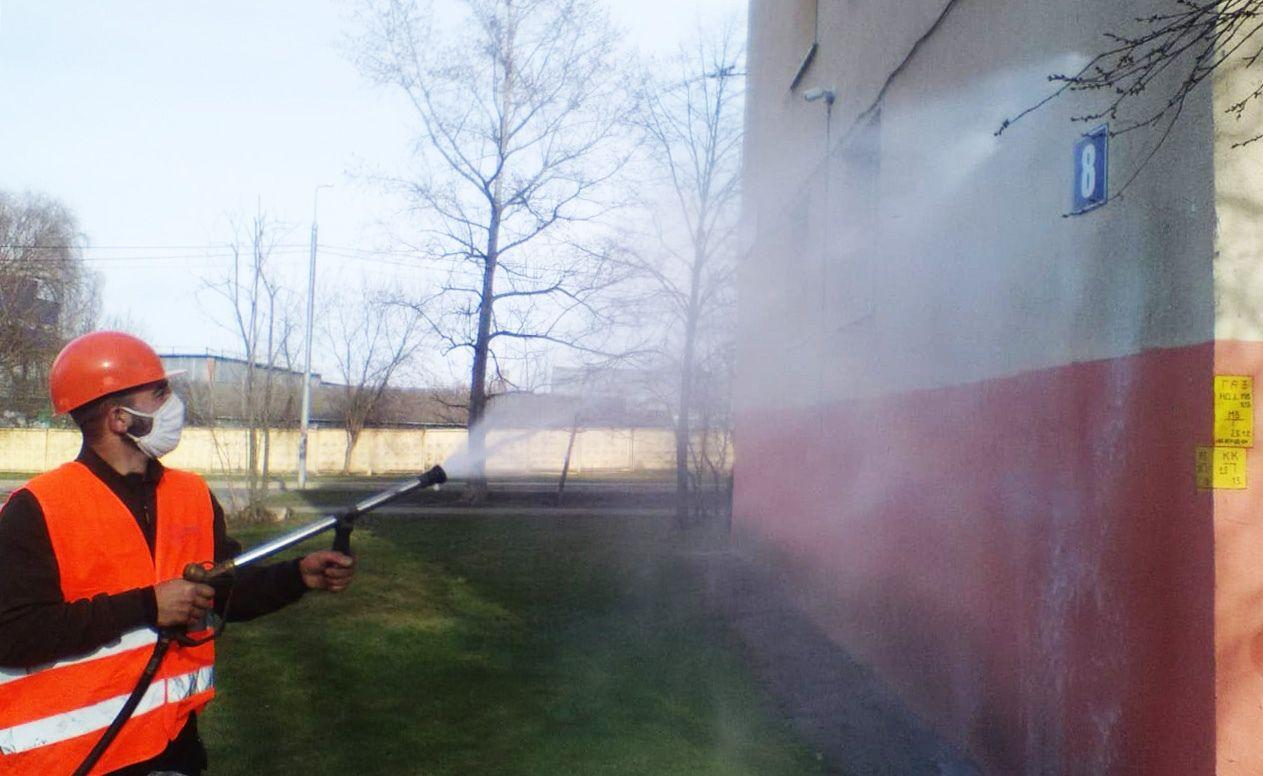 Фасады более 30 многоквартирных домов промыли в Рязановском