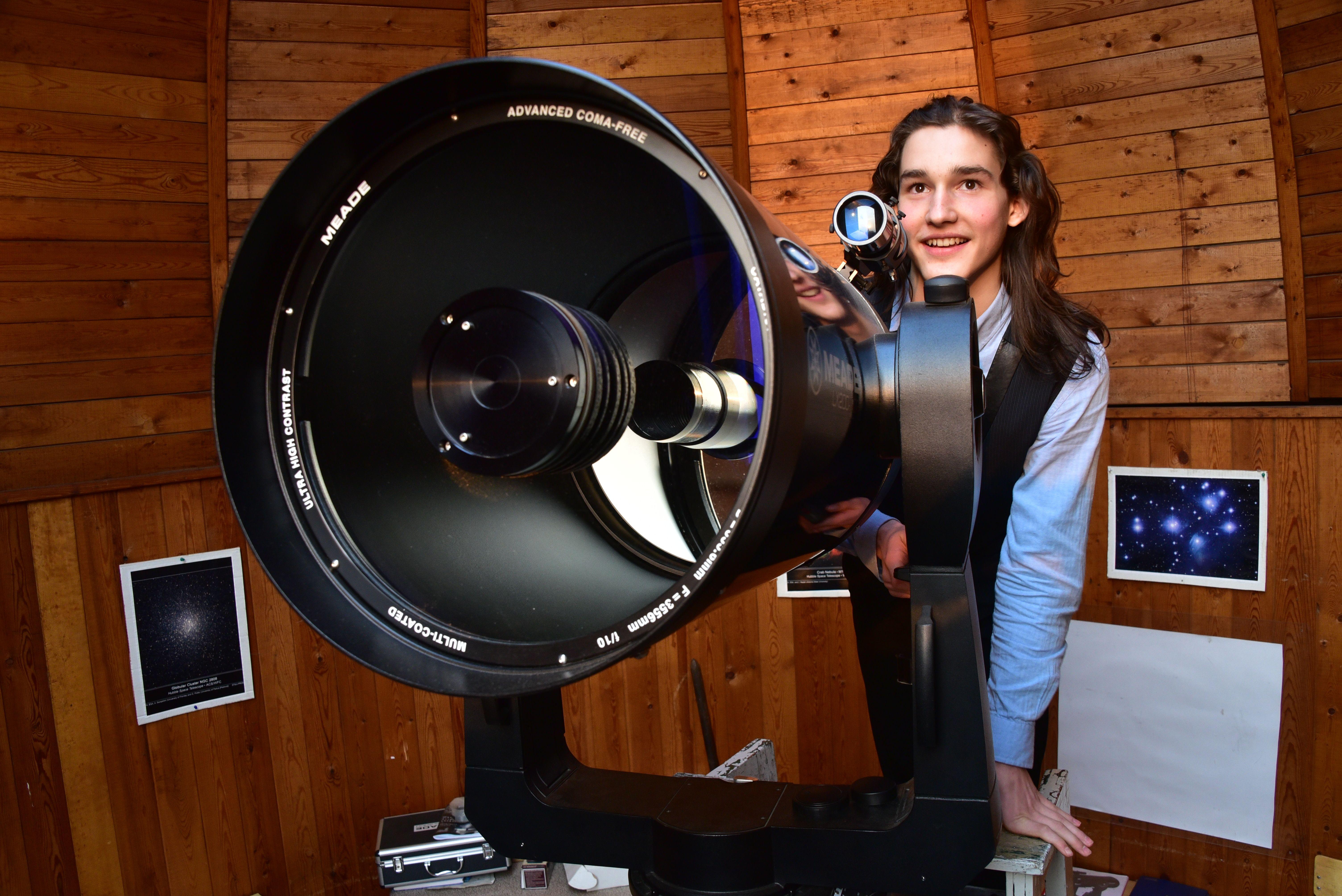 Московские астрономы пообещали Суперлуние и звездный дождь в апреле