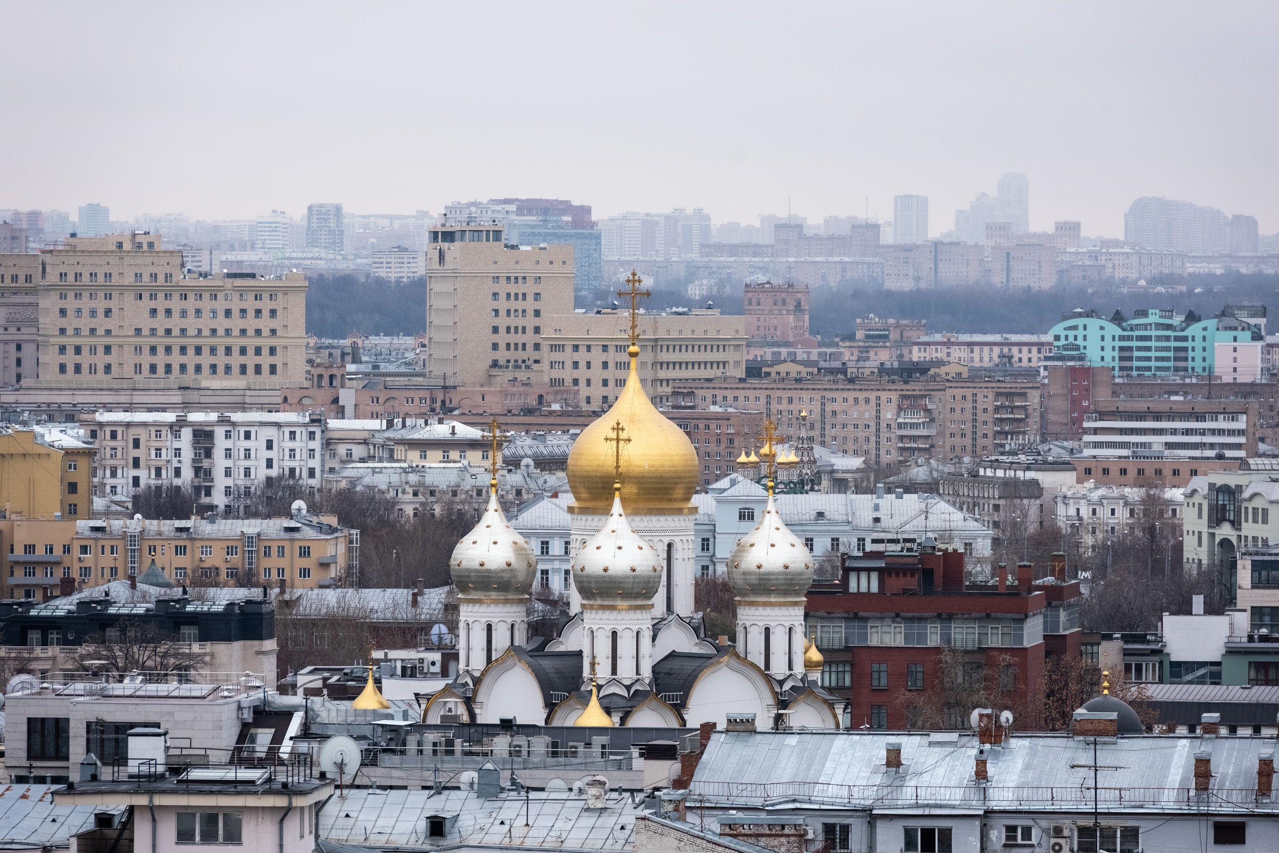 Москвичам пообещали пасмурную и дождливую погоду в выходные