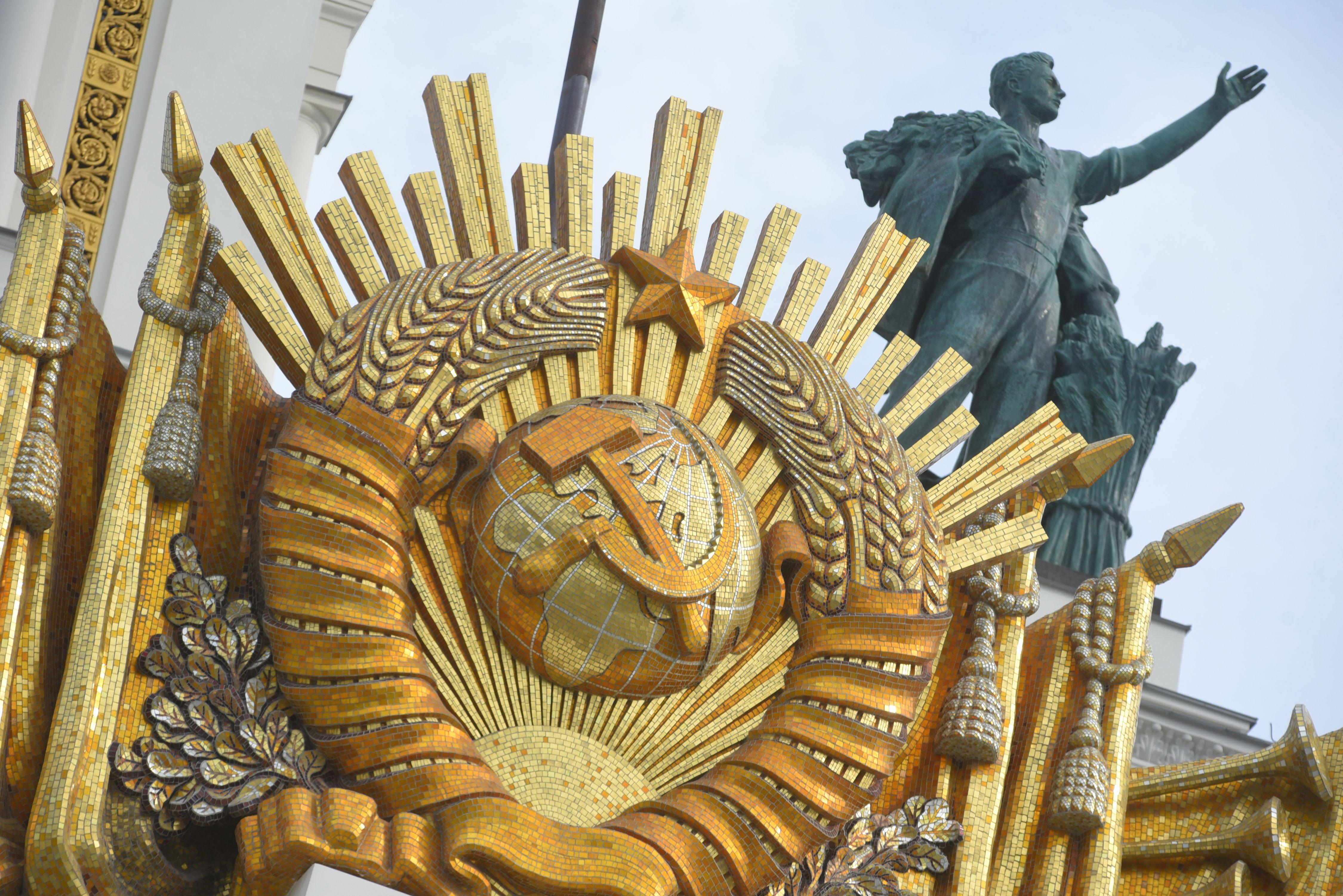 Фото и видео безлюдной ВДНХ показали в Москве