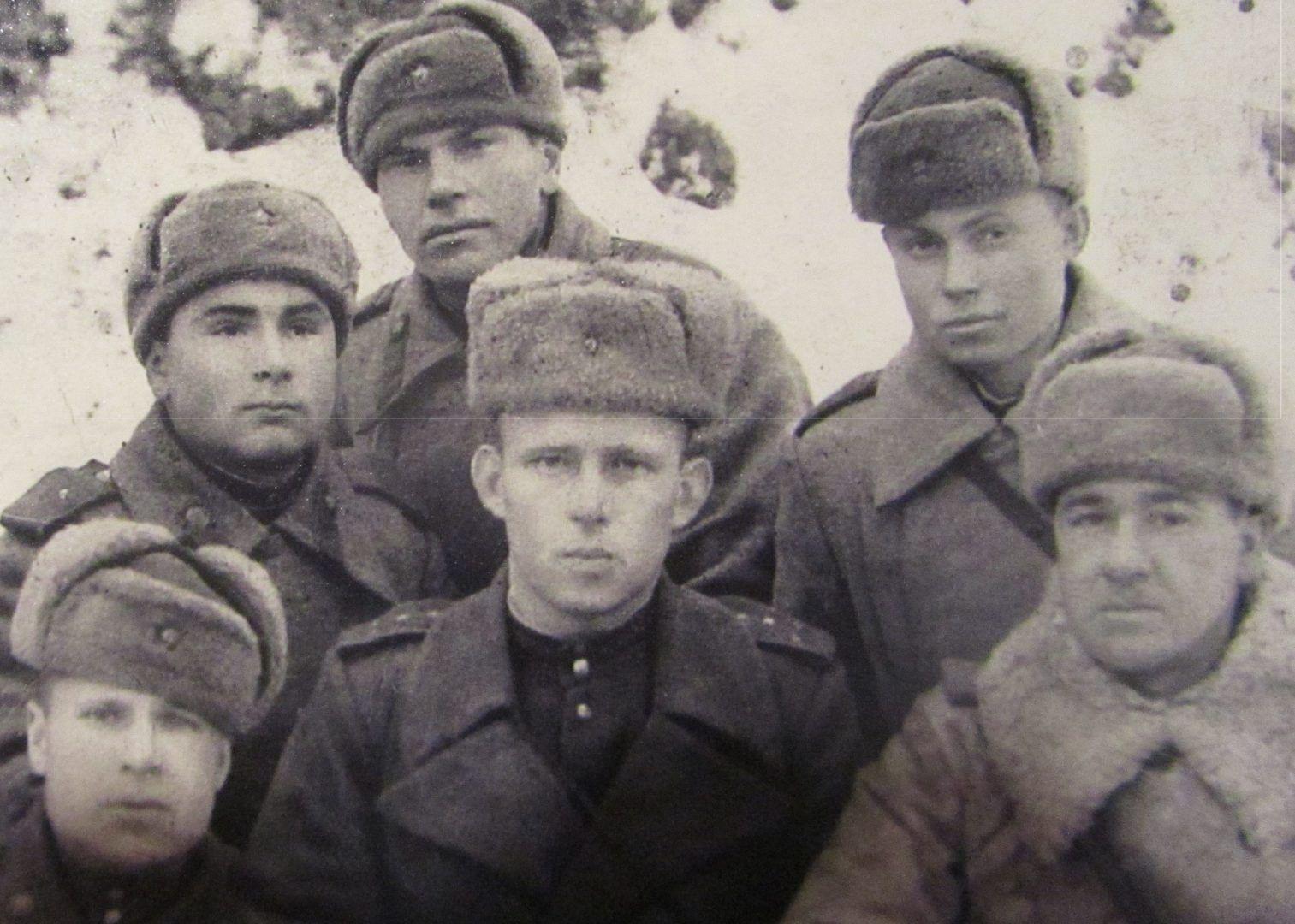 На сохранившемся фото В первом ряду (слева направо) Николай Николаев, Василий Круподеров и Иван Кульков. Во втором ряду имена бойцов до сих пор уточняются. Фото из личного архива