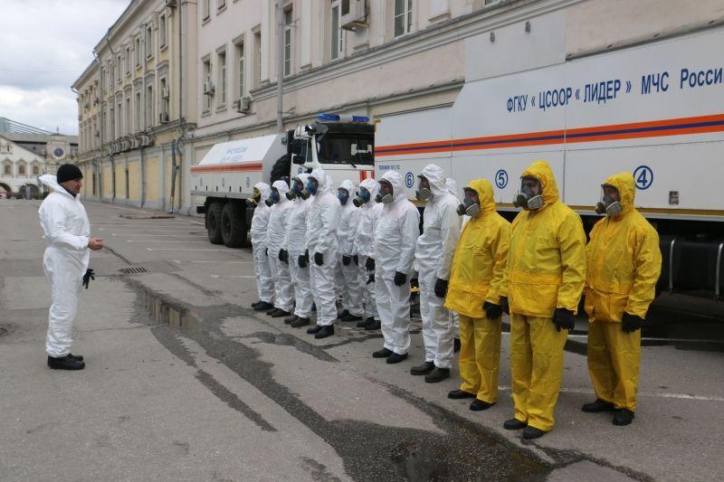 Дезинфекцию Ленинградского вокзала провели спасатели центра «Лидер»