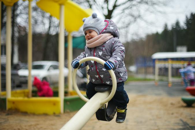 Более 20 ограждений детских и спортивных площадок планируют покрасить в Новофедоровском