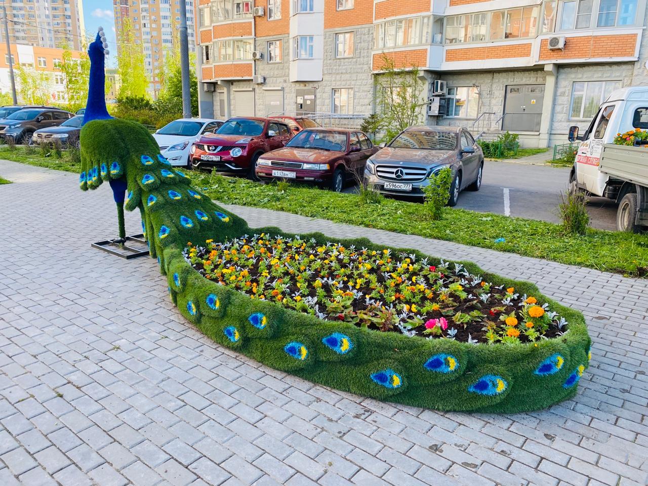 Всего сотрудники подрядной организации высадили свыше 40 тысяч единиц цветочной рассады. Фото предоставили в администрации поселения Московский