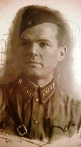 Анне Карцевой из города помог уехать отец Петр. Фото: из семейного архива