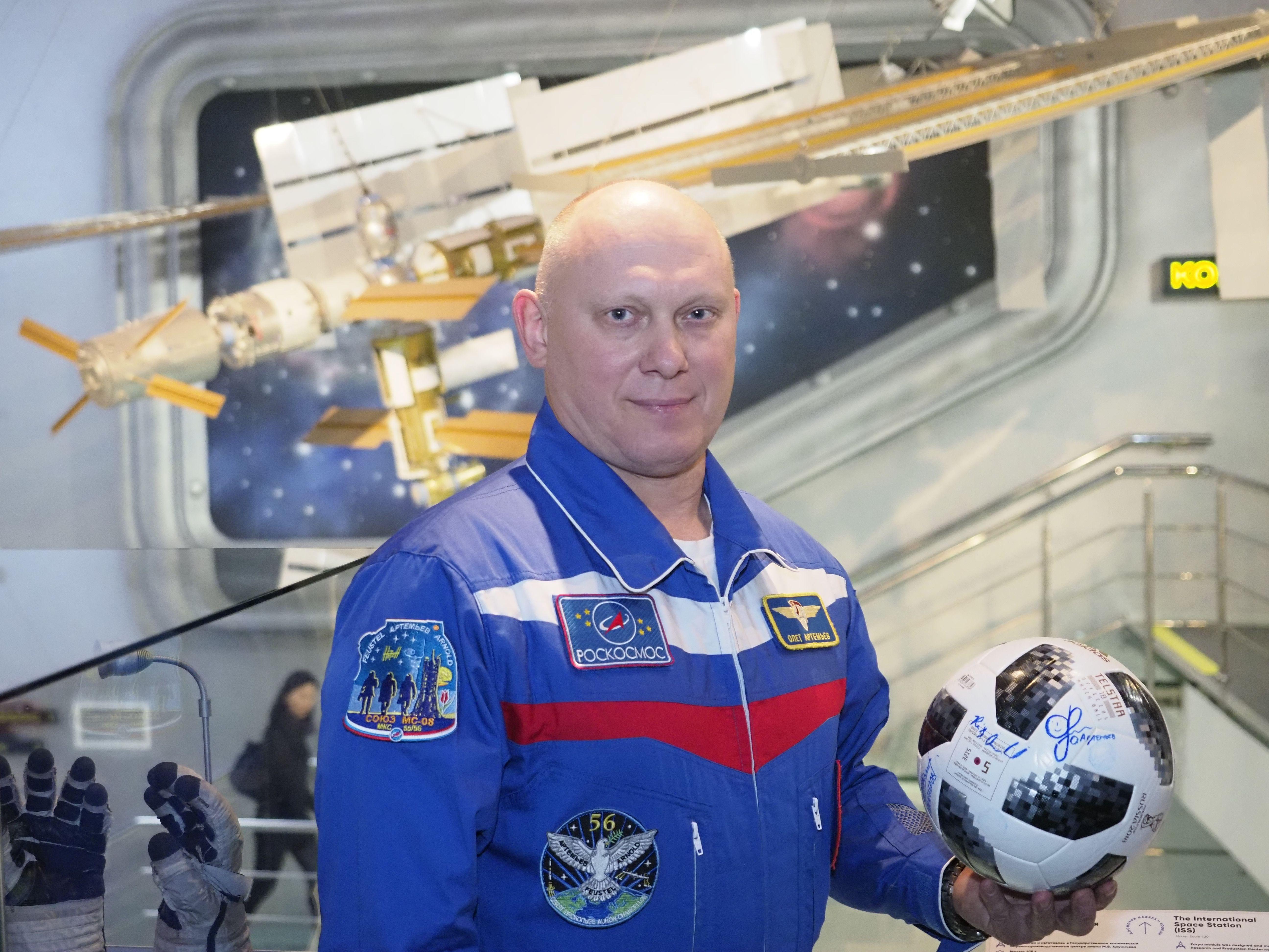Москвичам покажут интервью с известными космонавтами
