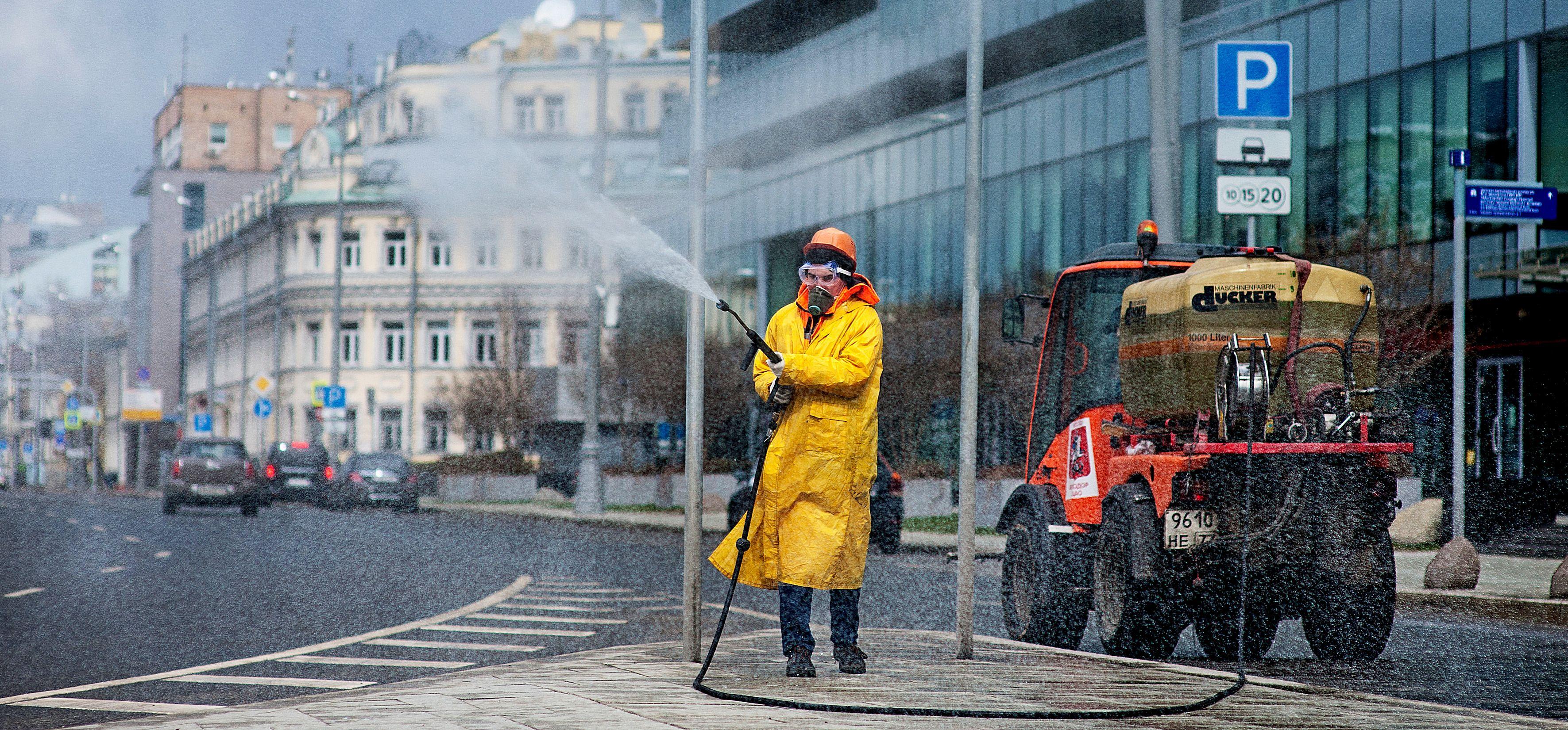 Масштабная дезинфекция дорог пройдет в Москве