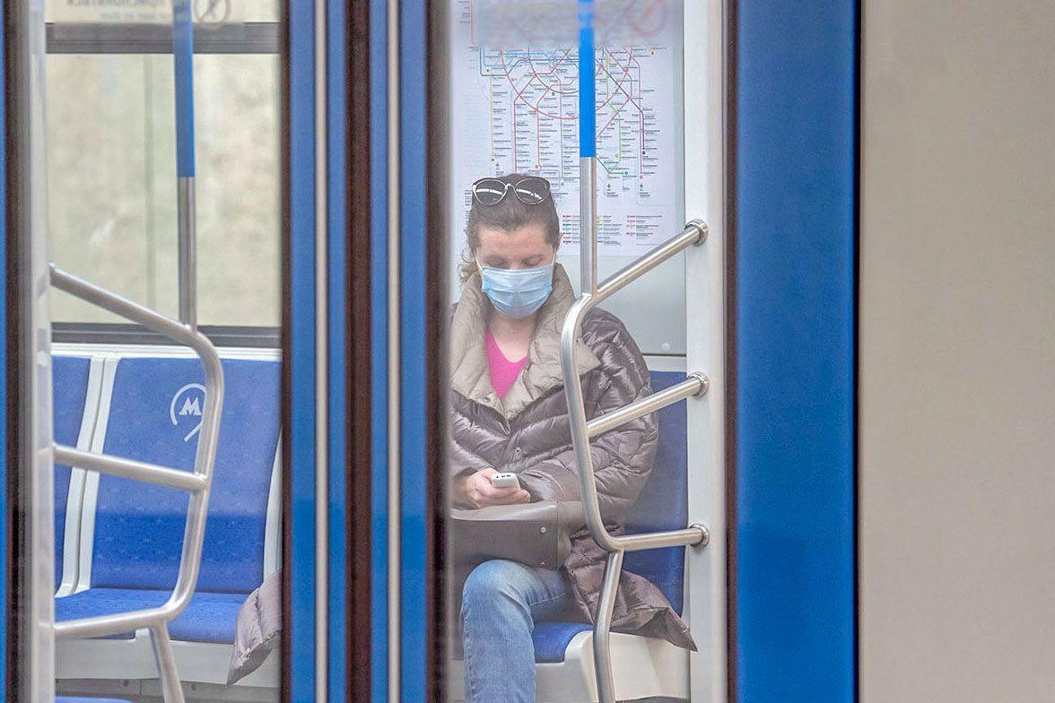 Депутат Мосгордумы объяснила своевременность введения масочного режима в Москве