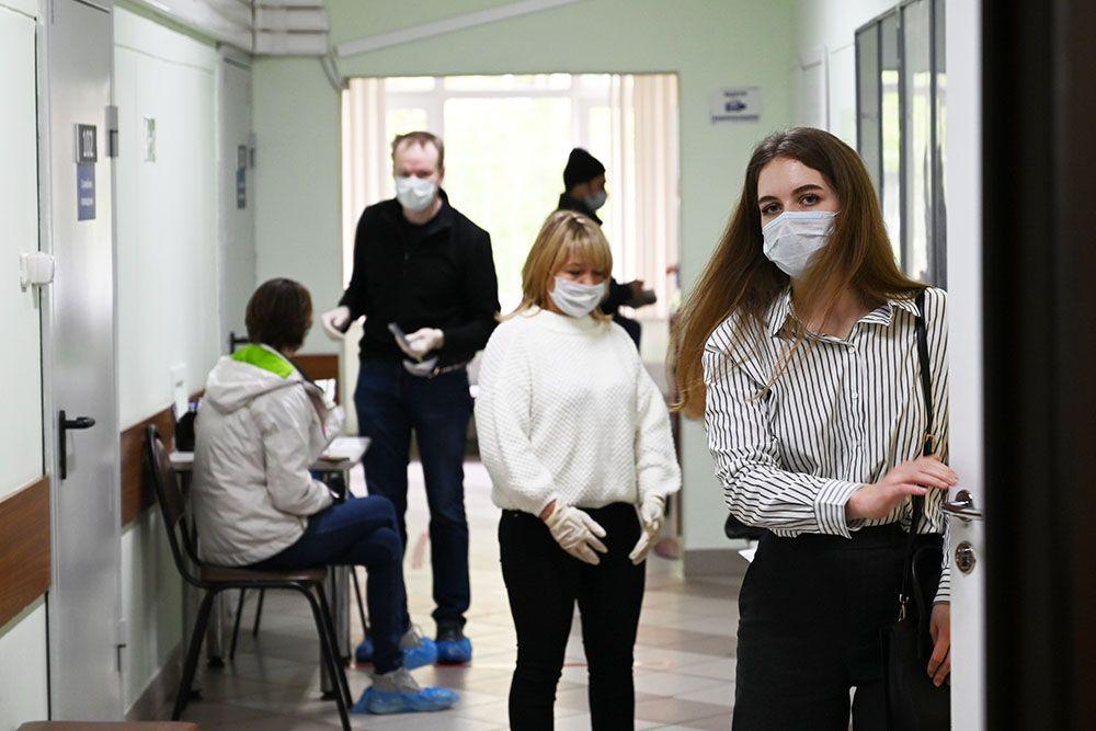 Меры безопасности по-прежнему актуальны во избежание новых вспышек. Фото: Алексей Орлов
