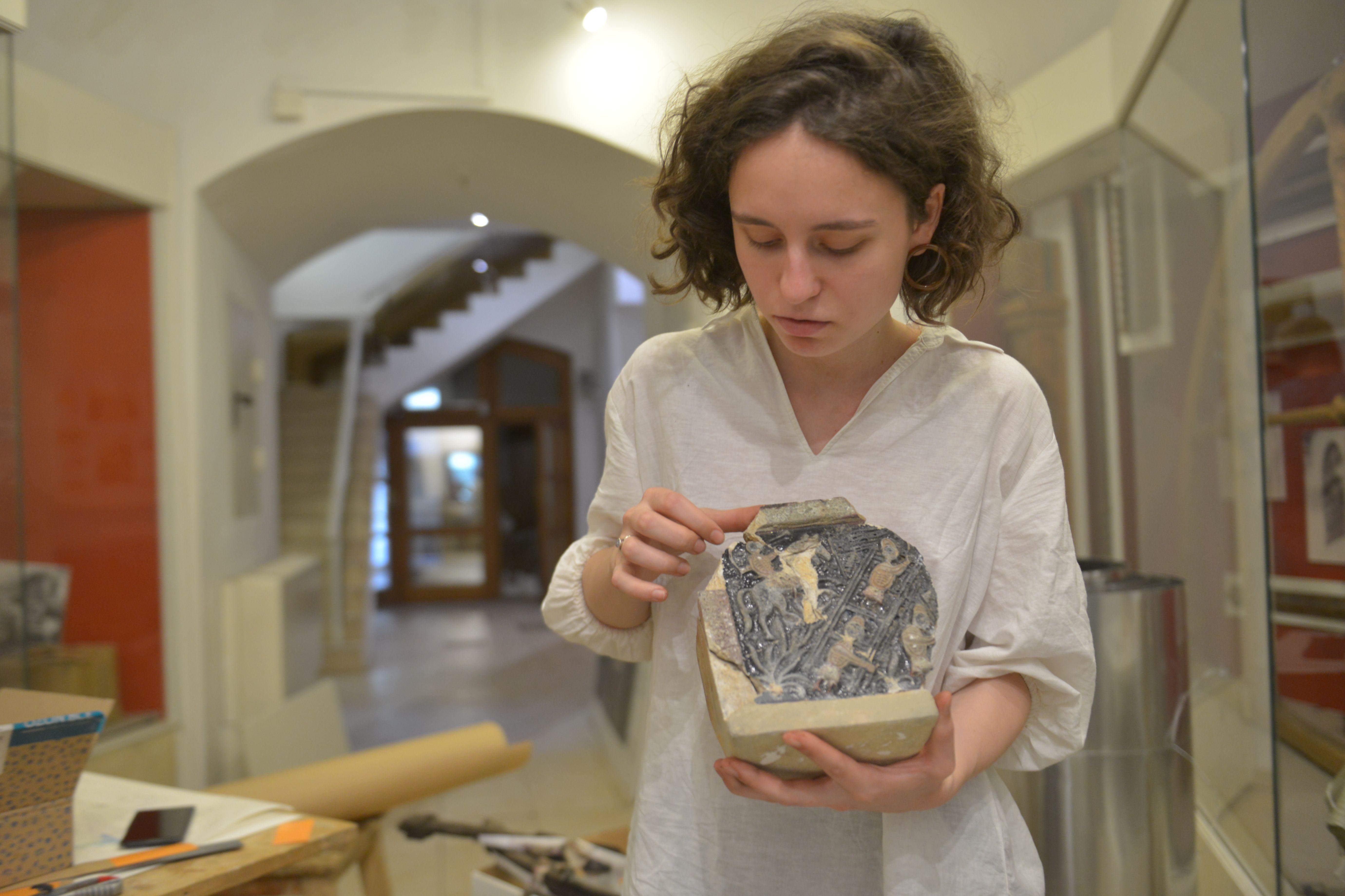 Отреставрированные артефакты с Пятницкой улицы передадут в музеи Москвы