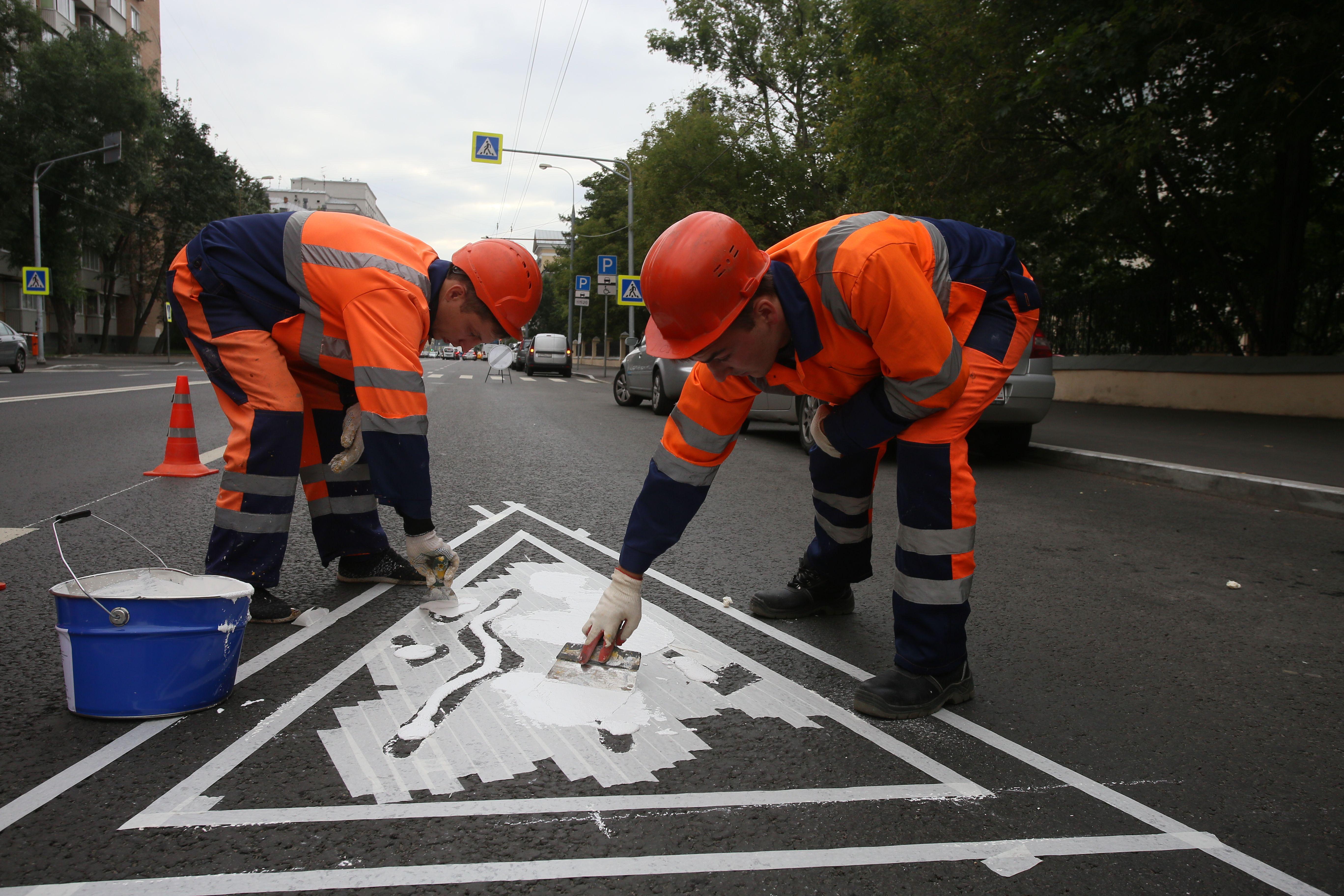 Светоотражающую разметку нанесли на дороге в Рязановском
