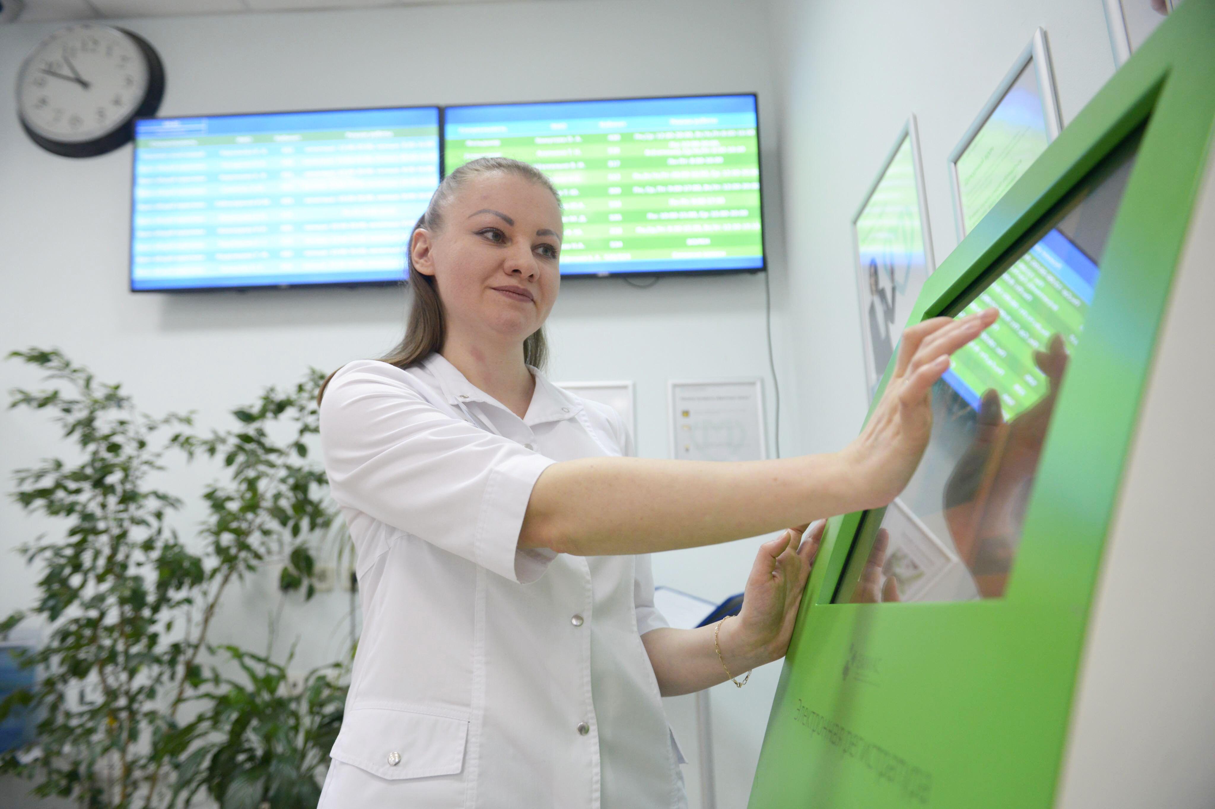 Режим работы поликлиник Москвы изменили на майские праздники