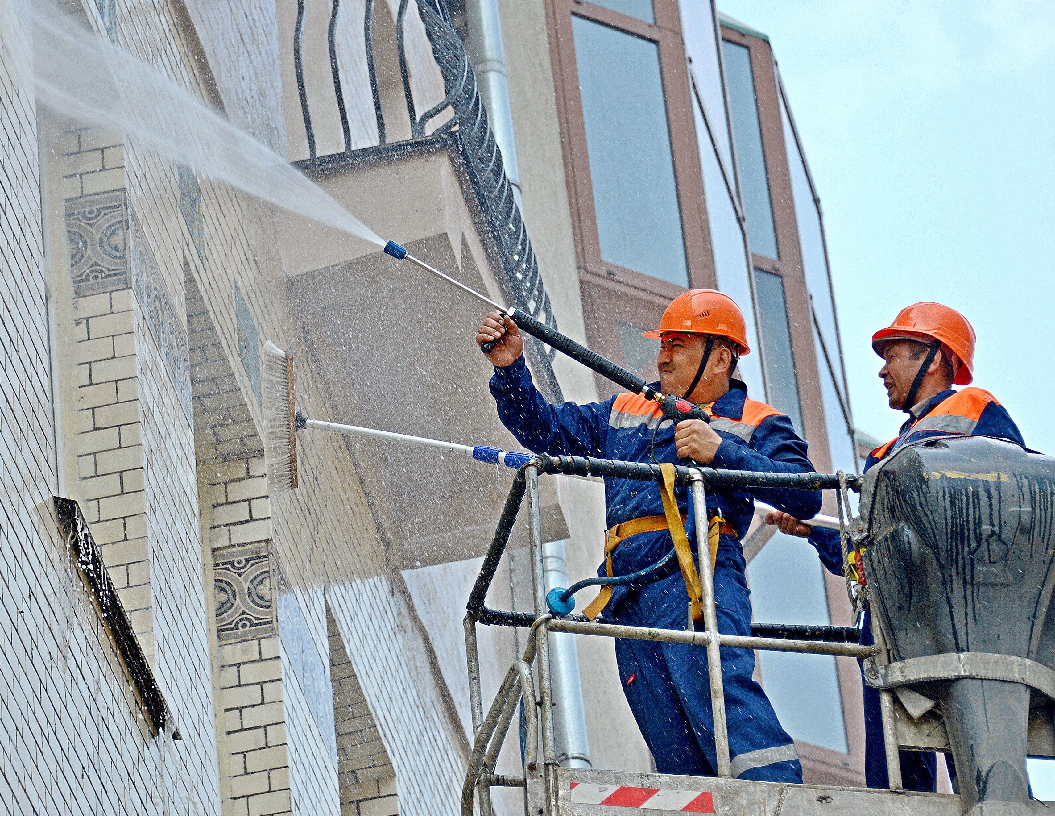 Более 30 многоквартирных домов подготовили к весенне-летней эксплуатации в Михайлово-Ярцевском