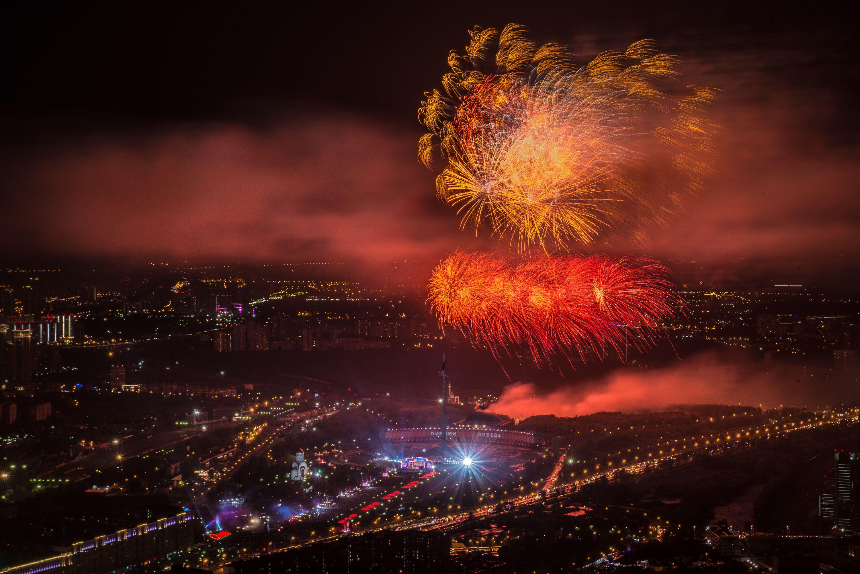 Москвичи покажут праздничный салют над «Лужниками» и парком Победы