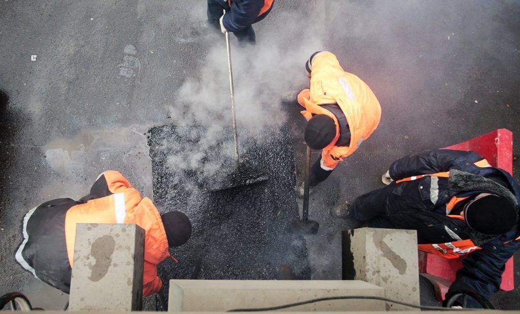 Подрядчики восстановили 600 квадратных метров дороги в Кленовском