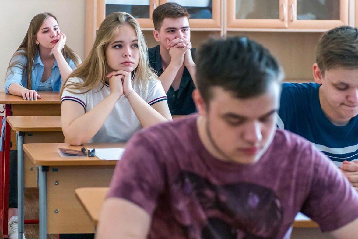 В этом году ЕГЭ будут сдавать 80 тысяч московских выпускников