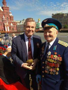 На фото: Рифгат Гореев с народным артистом РСФСР Львом Лещенко