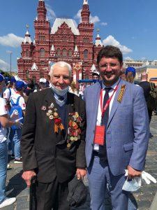 На фото: Михаил Щербенко с министром Департамента труда и социальной защиты населения Москвы