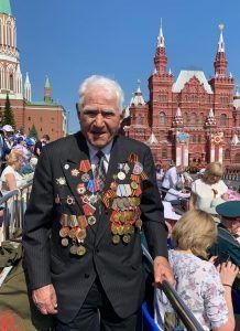 На фото: Герой Великой Отечественной войны Армен Давидьян