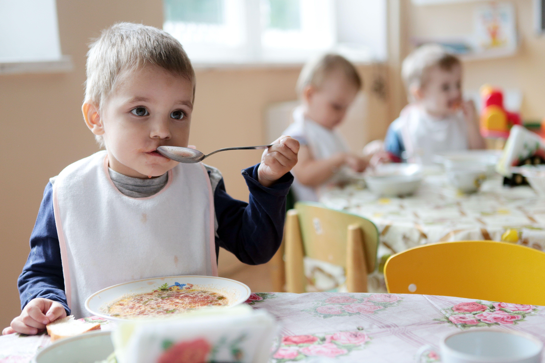 Строительство детского сада на 300 мест продолжили в Первомайском
