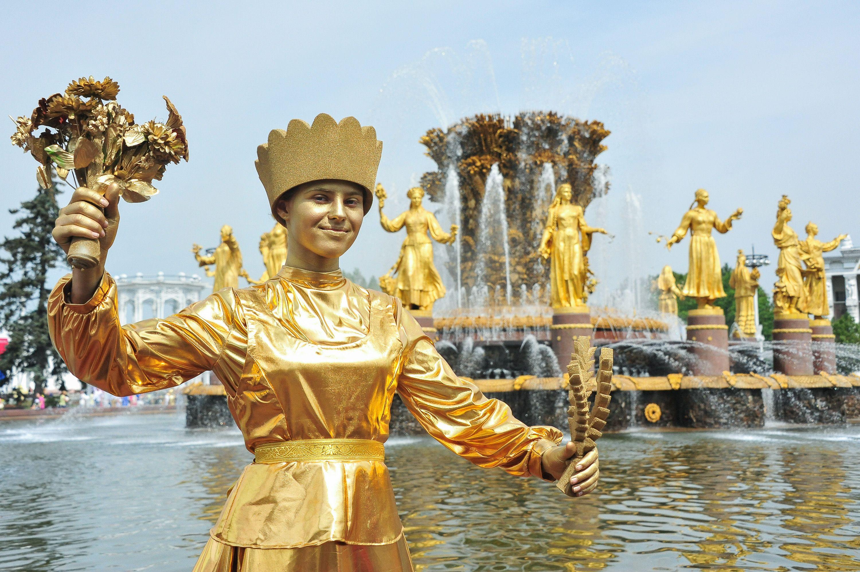 Москвичам показали первый в истории путеводитель по фонтанам ВДНХ