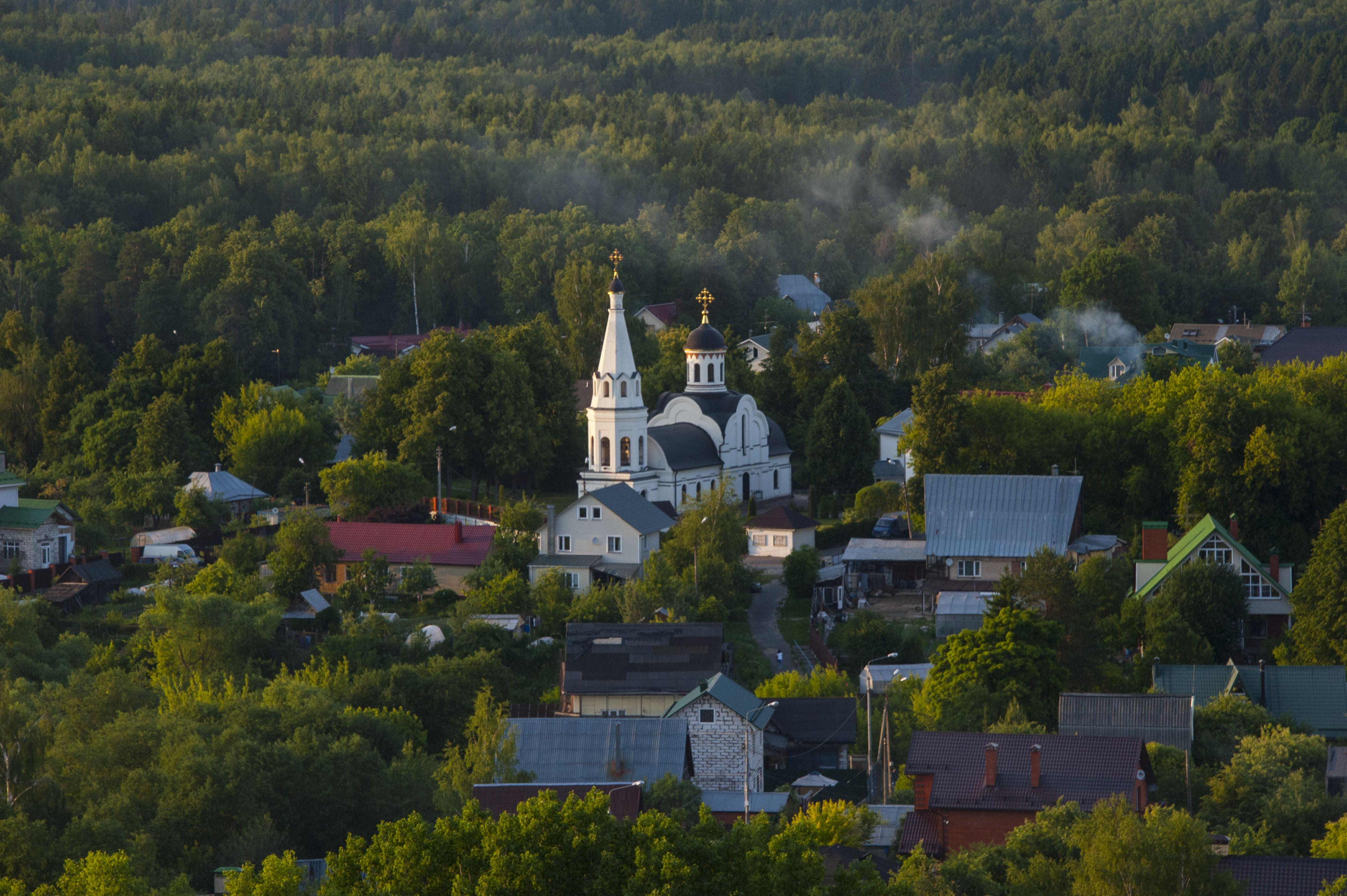 Кресты на куполах нуждаются в обновлении. Фото: Александр Кожохин, «Вечерняя Москва»