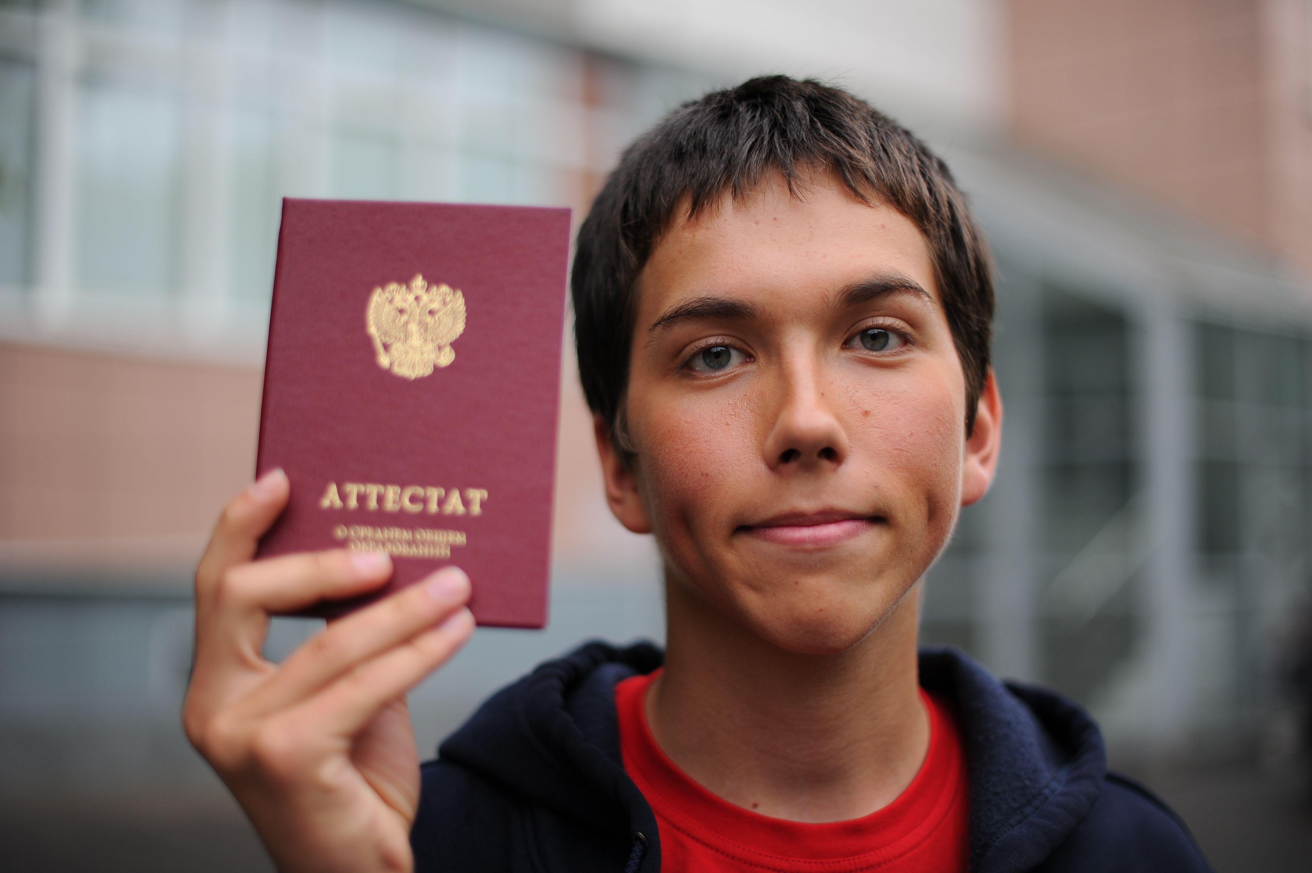 Аттестаты получили 160 выпускников школы №2065 Московского