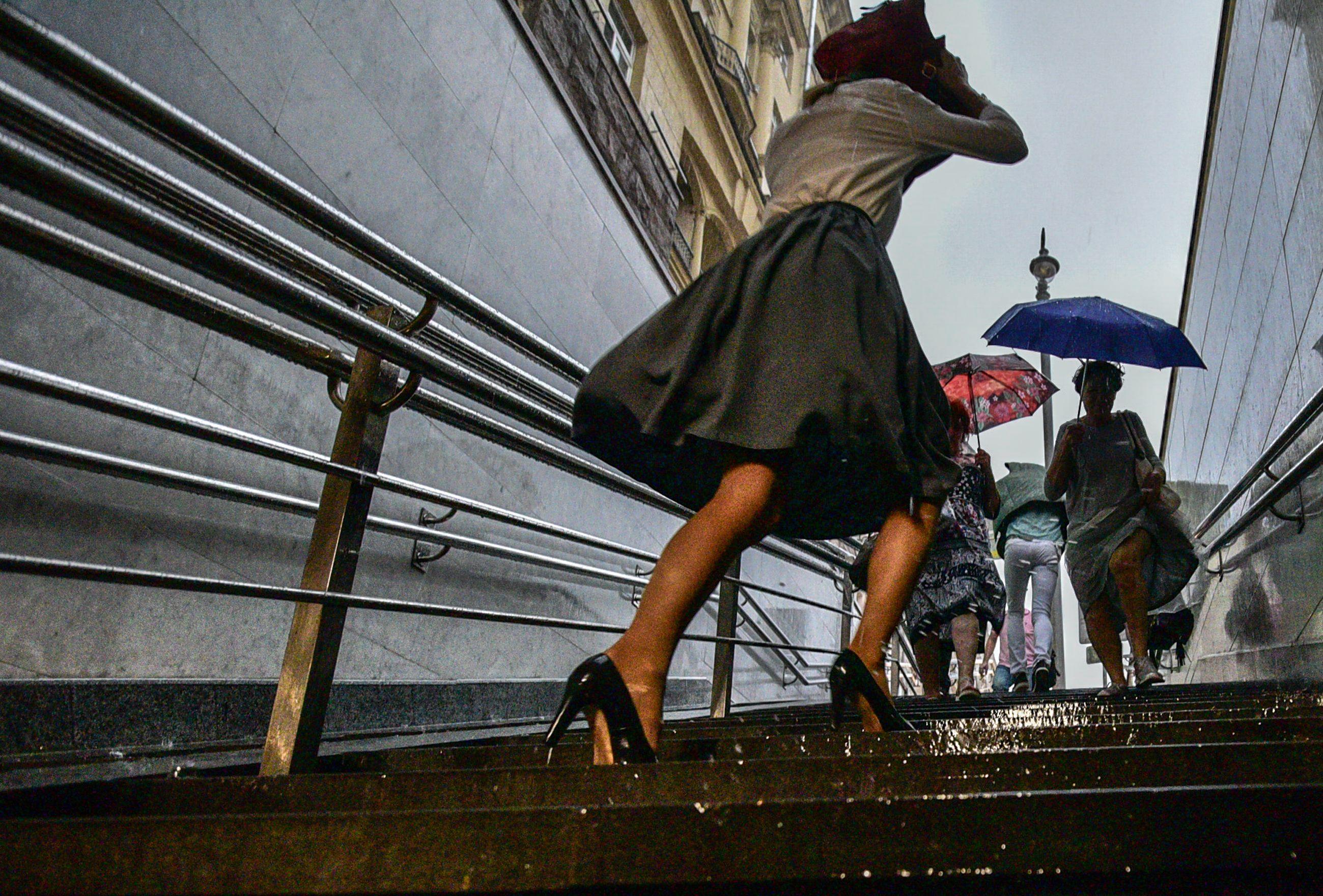 Москвичам пообещали сильные дожди с градом