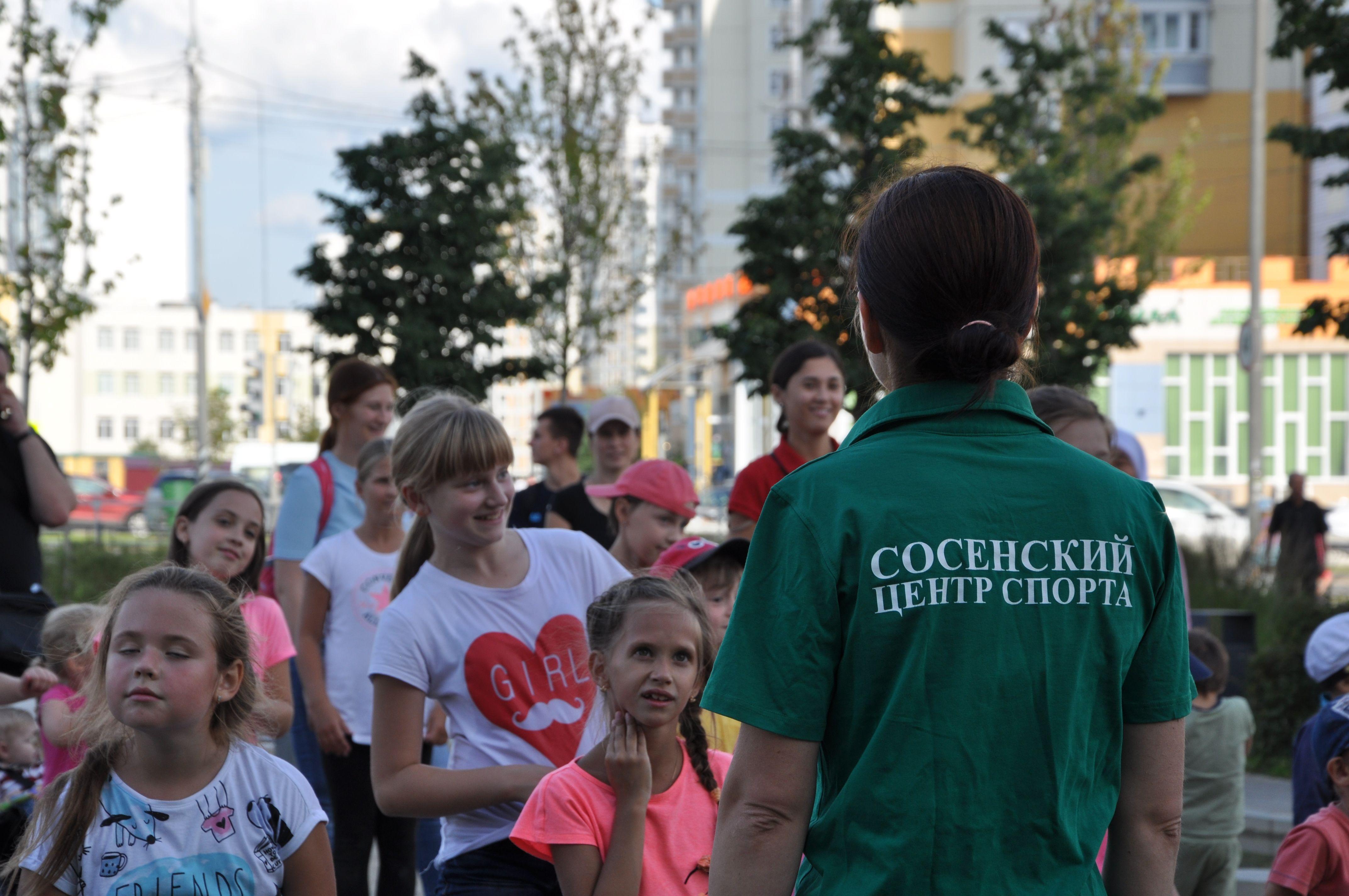 Танец в стиле «лолипоп» показал тренер Сосенского центра спорта