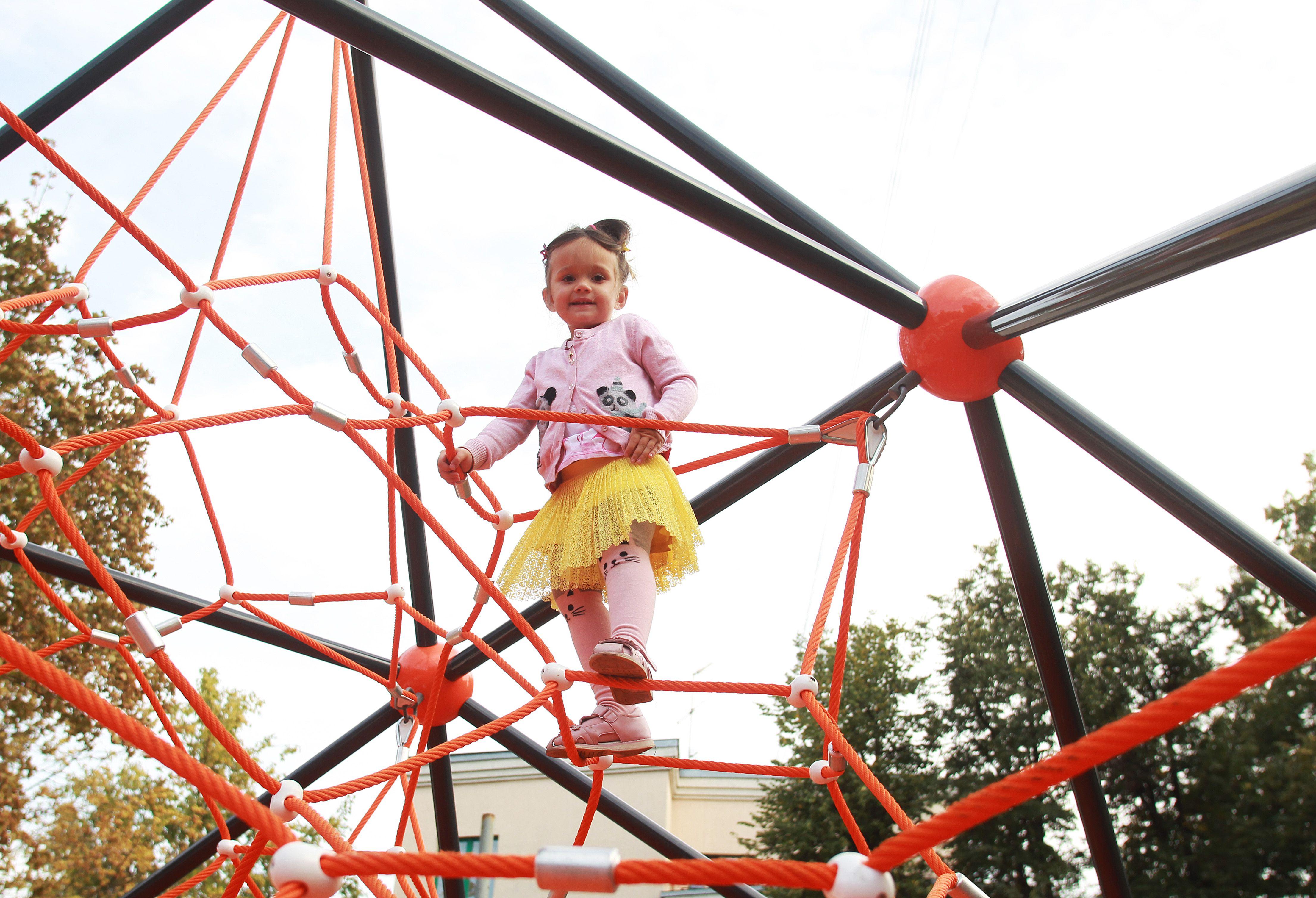 Новую детскую площадку с турниками установят в Роговском