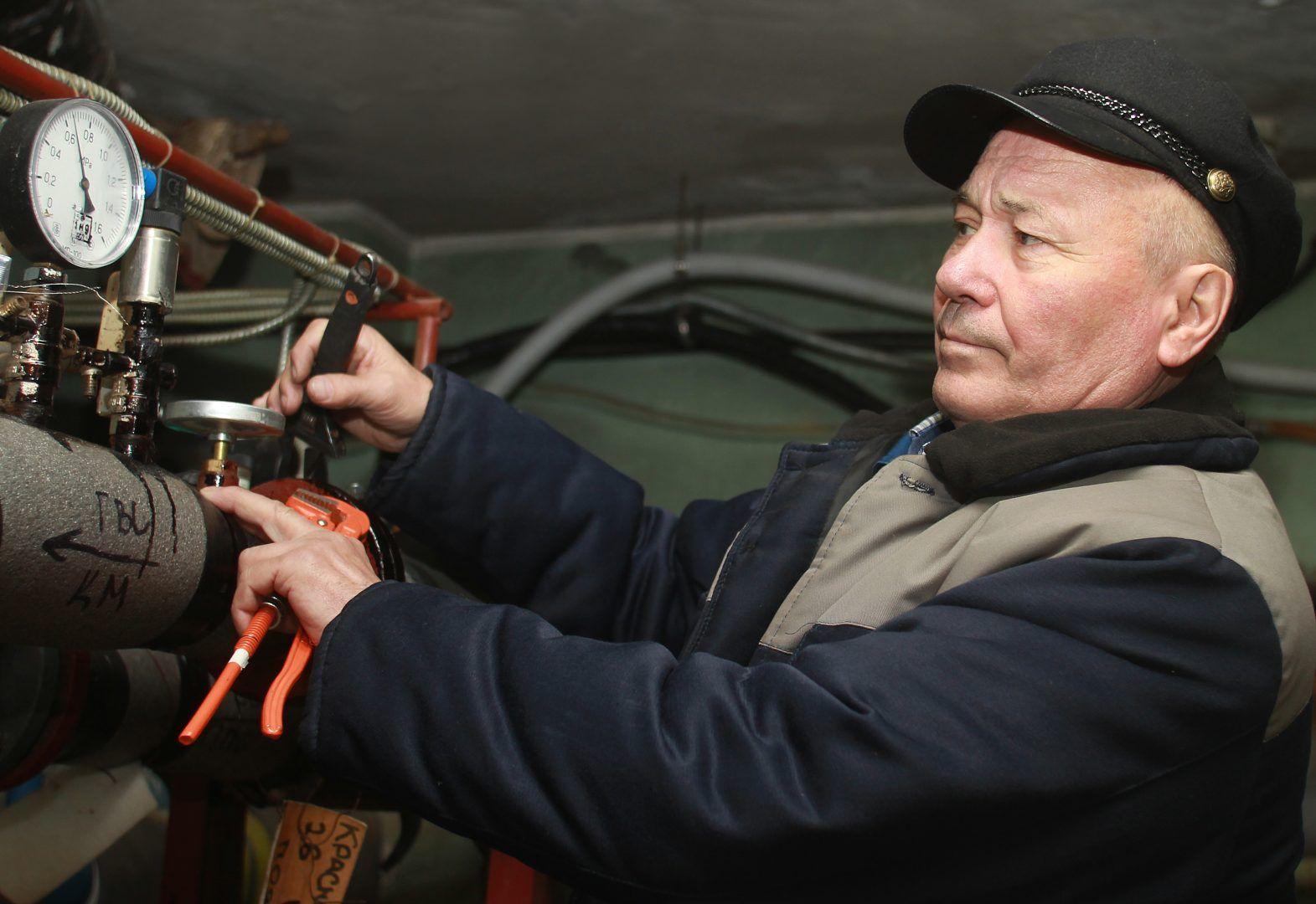 Опрессовку проводят в рамках подготовки к осенне-зимнему периоду. Фото: Наталия Нечаева, «Вечерняя Москва»