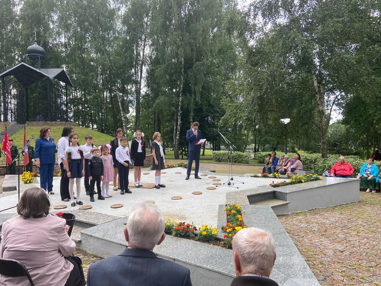Торжество по случаю открытия памятного камня и аллеи Победы состоялось в Краснопахорском