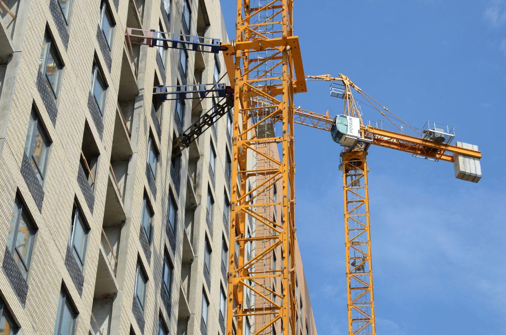Многие строения расположены на территории жилых комплексов. Фото: Анна Быкова