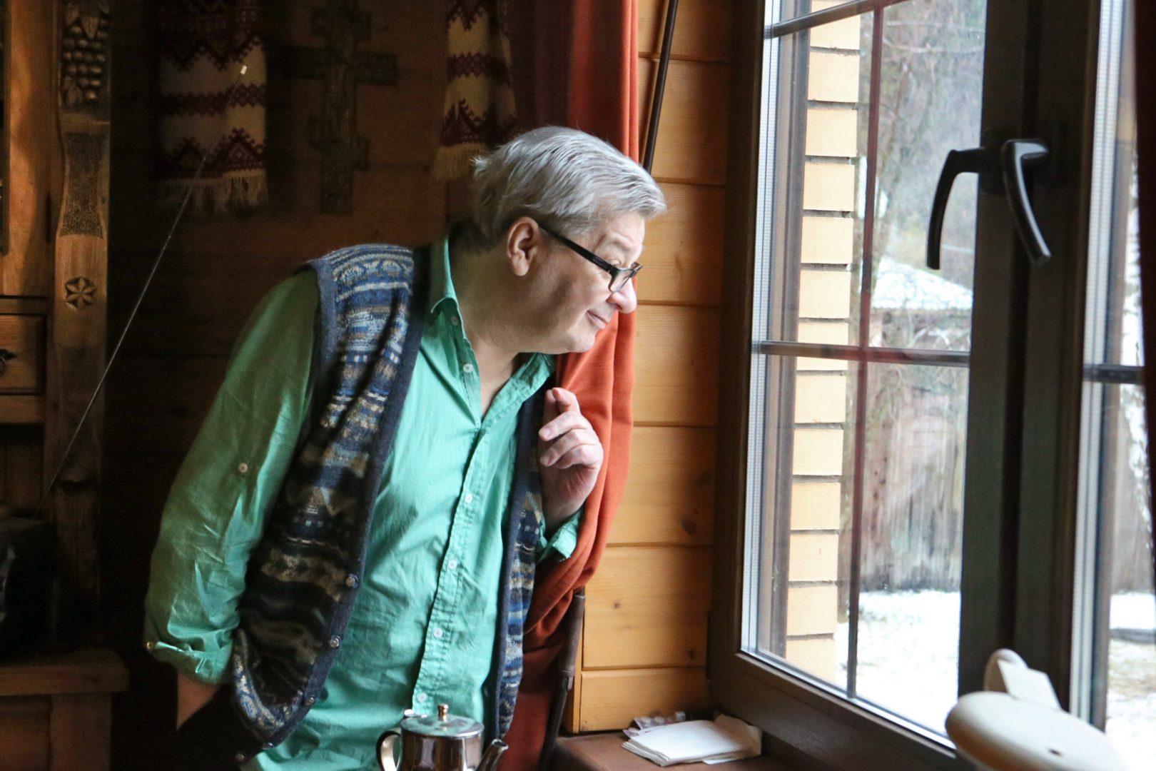 25 января 2020 года. Ученый и телеведущий Александр Вадимович Беляев в своем доме в любимом Мешкове. Фото: Виктор Хабаров