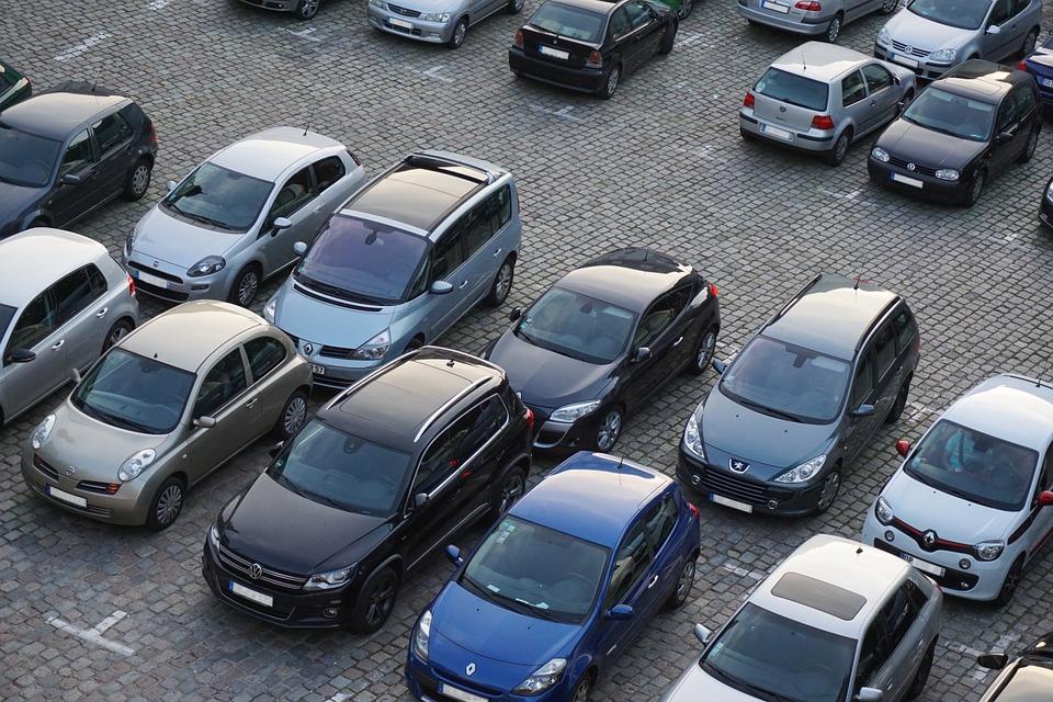 Мест хватит всем: к асфальтированию парковки приступили в Первомайском