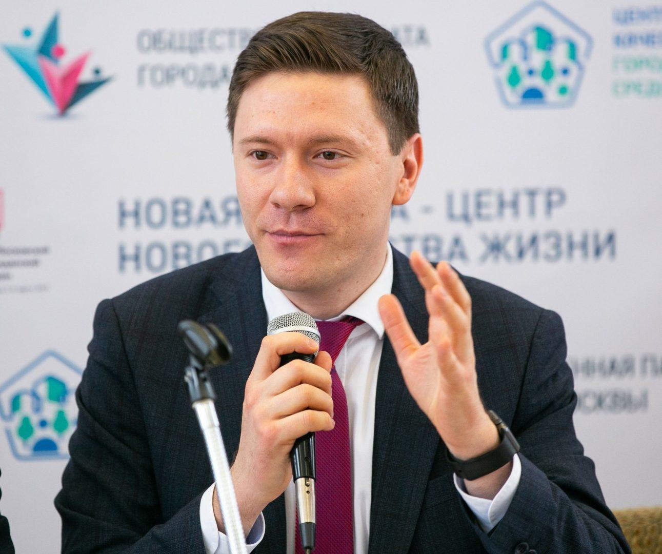На фото: председатель комиссии городского Парламента по государственному строительству и местному самоуправлению Александр Козлов.