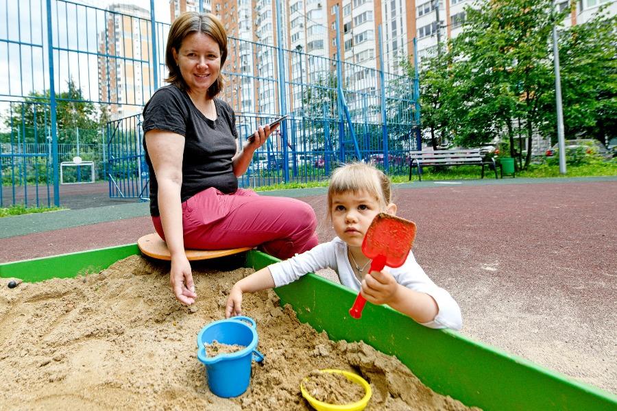Резиновое покрытие постелют на новых детских площадках в Роговском