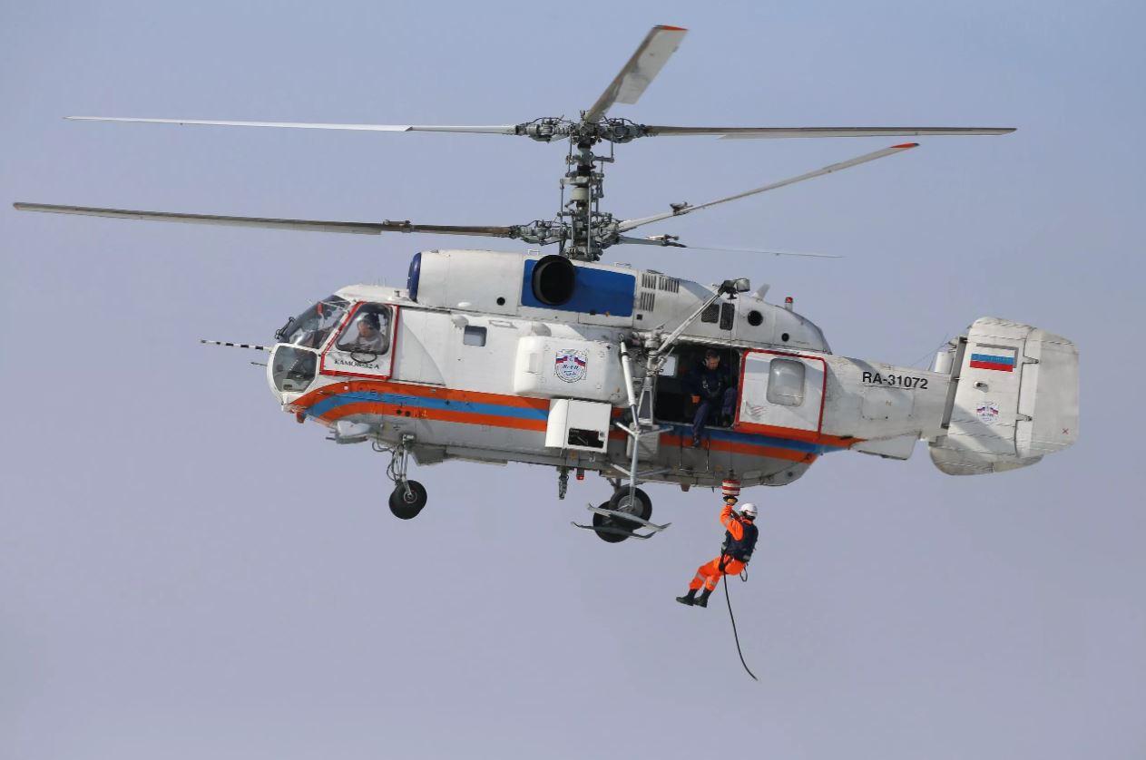 Пилоты экстренной авиации встречаютДень Воздушного флота России на боевом посту